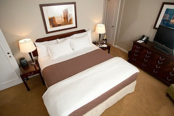 Deluxe Room, 1 King Bed, Multiple View (Classic King Junior Suite)