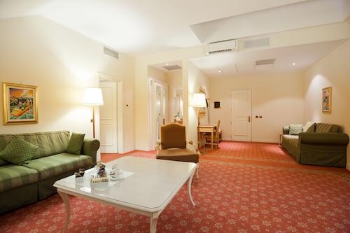 Gardaland Hotel, Verona
