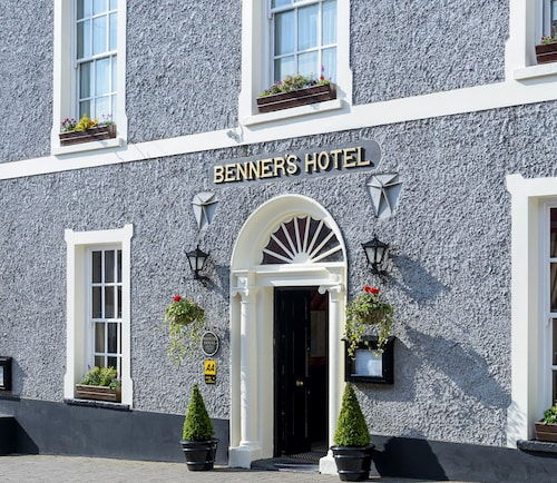 . Dingle Benners Hotel