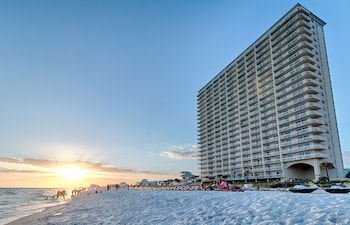 Book Celadon Beach Resort by Wyndham Vacation Rentals in Panama City Beach.