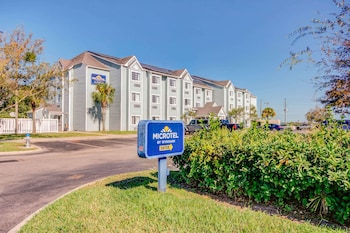 澤弗希爾斯溫德姆麥克洛特套房飯店 Microtel Inn & Suites by Wyndham Zephyrhills