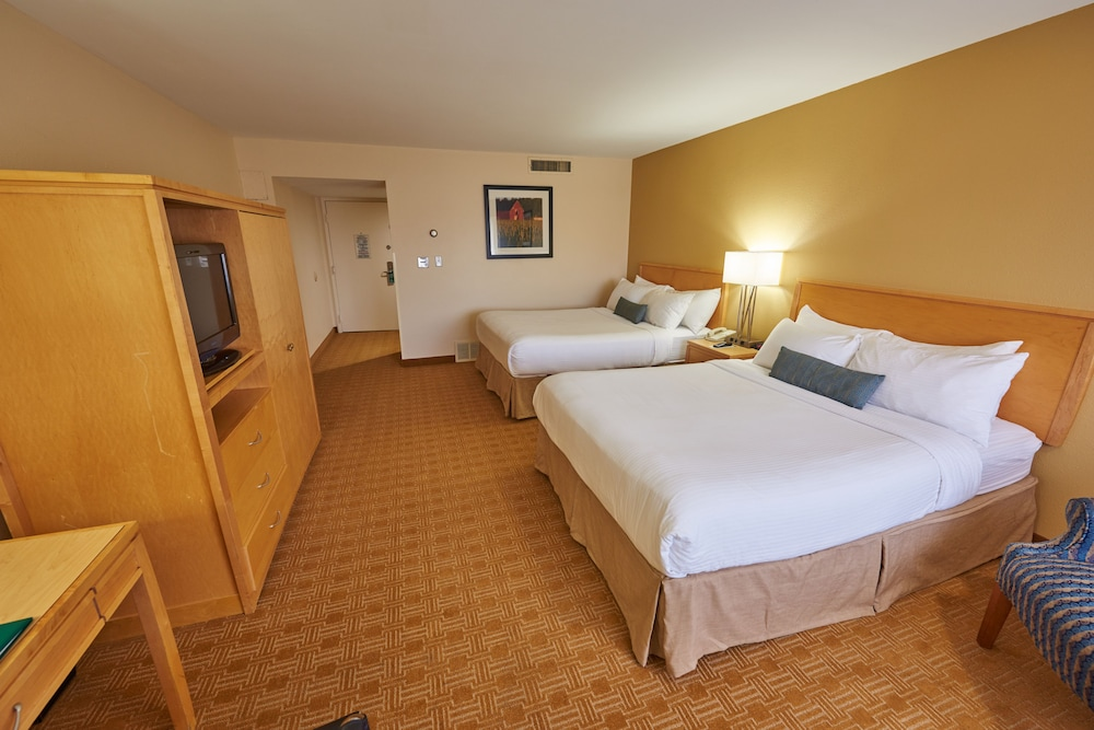 파크웨이 플라자 호텔 & 컨벤션 센터(Parkway Plaza Hotel & Convention Center) Hotel Thumbnail Image 7 - Guestroom