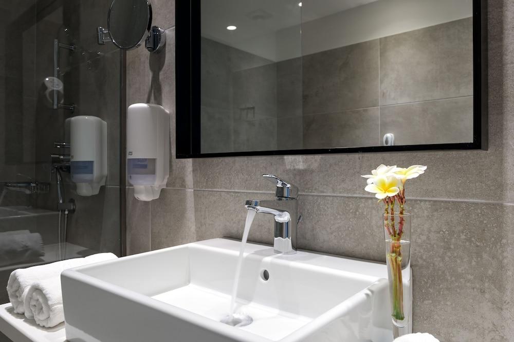 선 비치 리조트 콤플렉스(Sun Beach Resort Complex) Hotel Image 43 - Bathroom Sink