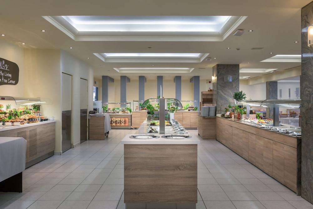 선 비치 리조트 콤플렉스(Sun Beach Resort Complex) Hotel Image 88 - Buffet