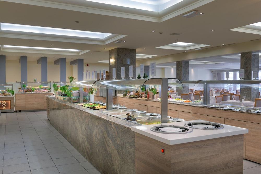 선 비치 리조트 콤플렉스(Sun Beach Resort Complex) Hotel Image 89 - Buffet