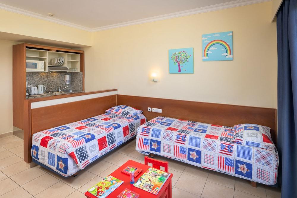 선 비치 리조트 콤플렉스(Sun Beach Resort Complex) Hotel Image 28 - Living Room
