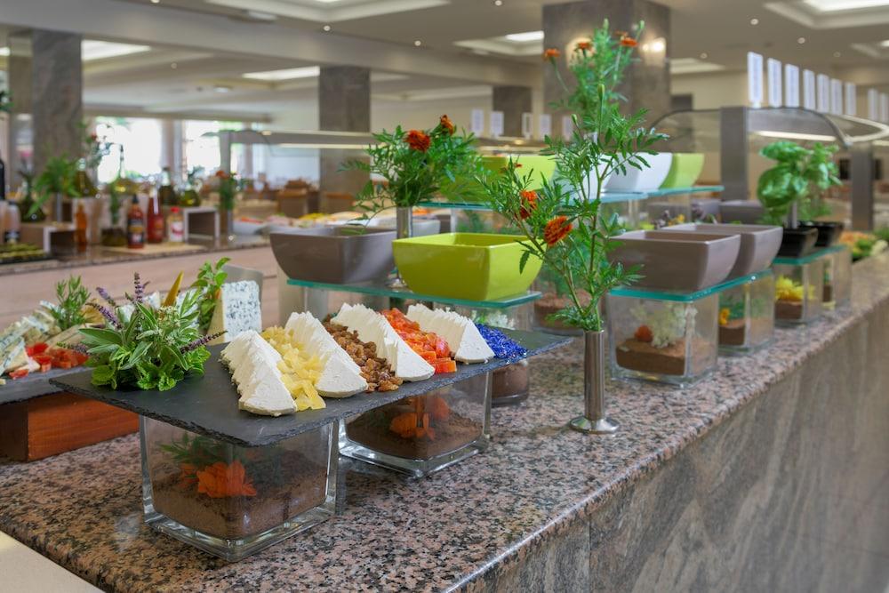 선 비치 리조트 콤플렉스(Sun Beach Resort Complex) Hotel Image 90 - Buffet