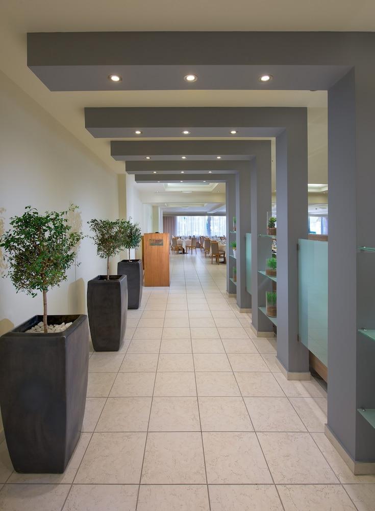 선 비치 리조트 콤플렉스(Sun Beach Resort Complex) Hotel Image 79 - Restaurant