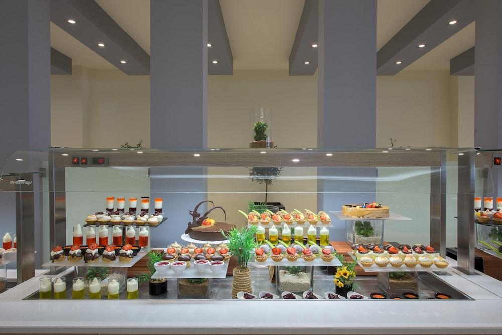 선 비치 리조트 콤플렉스(Sun Beach Resort Complex) Hotel Image 86 - Buffet