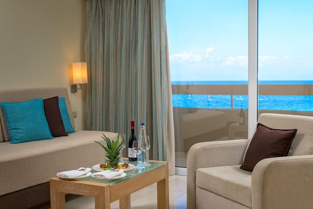 선 비치 리조트 콤플렉스(Sun Beach Resort Complex) Hotel Image 30 - Living Room