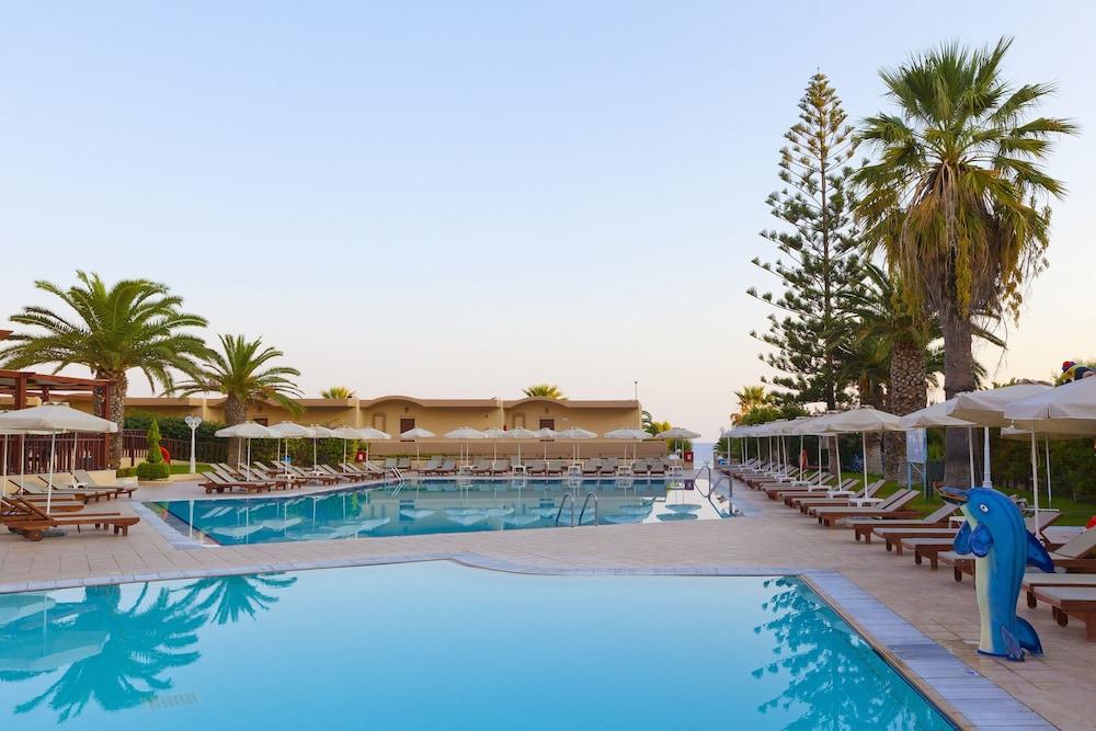선 비치 리조트 콤플렉스(Sun Beach Resort Complex) Hotel Image 51 - Outdoor Pool