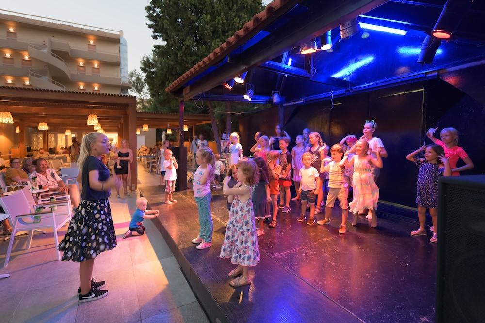 선 비치 리조트 콤플렉스(Sun Beach Resort Complex) Hotel Image 72 - Childrens Activities
