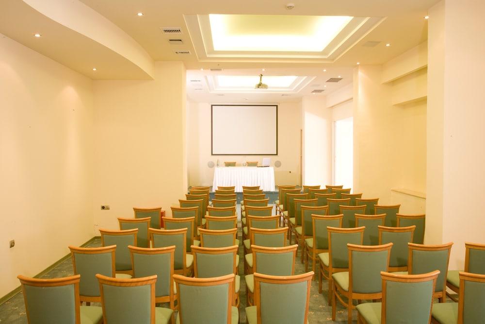 선 비치 리조트 콤플렉스(Sun Beach Resort Complex) Hotel Image 106 - Meeting Facility