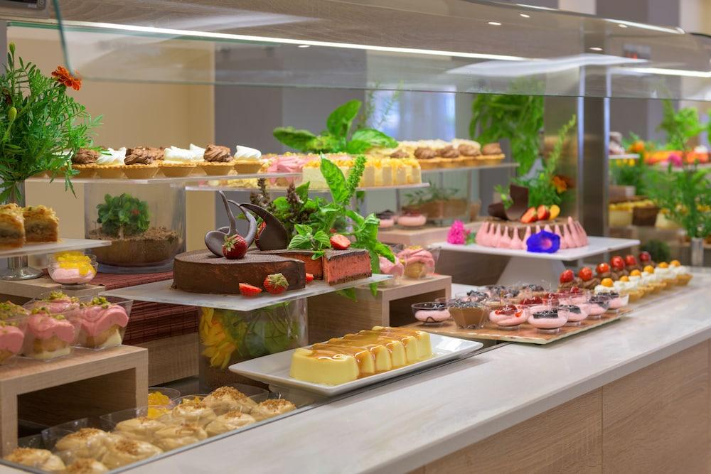 선 비치 리조트 콤플렉스(Sun Beach Resort Complex) Hotel Image 92 - Buffet