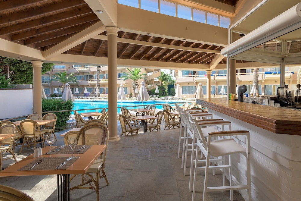 선 비치 리조트 콤플렉스(Sun Beach Resort Complex) Hotel Image 104 - Hotel Bar