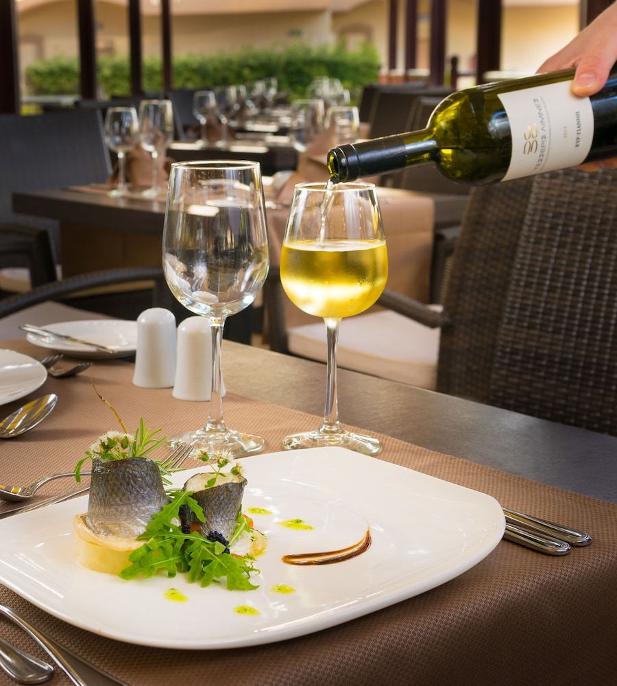 선 비치 리조트 콤플렉스(Sun Beach Resort Complex) Hotel Image 78 - Restaurant