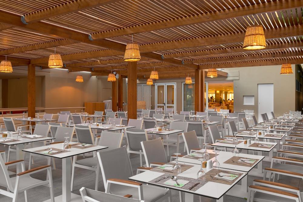 선 비치 리조트 콤플렉스(Sun Beach Resort Complex) Hotel Image 83 - Restaurant
