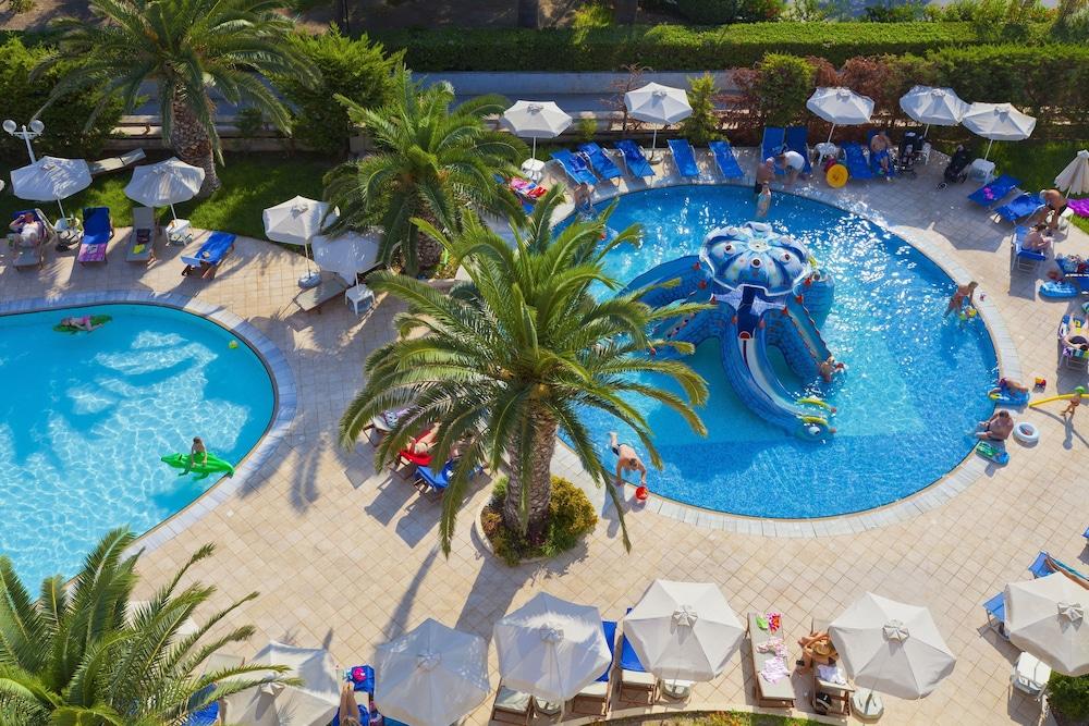 선 비치 리조트 콤플렉스(Sun Beach Resort Complex) Hotel Image 50 - Outdoor Pool