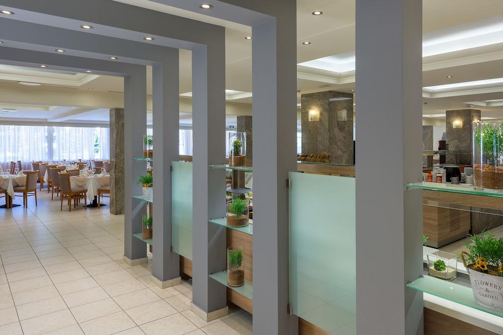 선 비치 리조트 콤플렉스(Sun Beach Resort Complex) Hotel Image 80 - Restaurant