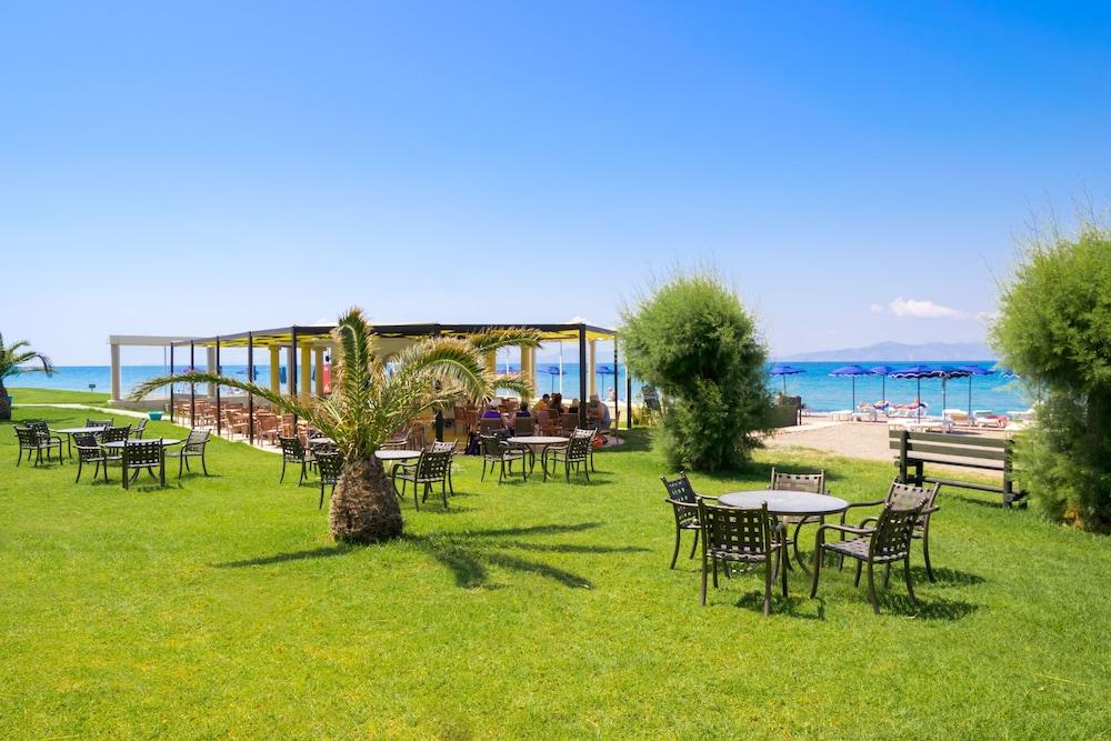 선 비치 리조트 콤플렉스(Sun Beach Resort Complex) Hotel Image 103 - Hotel Bar