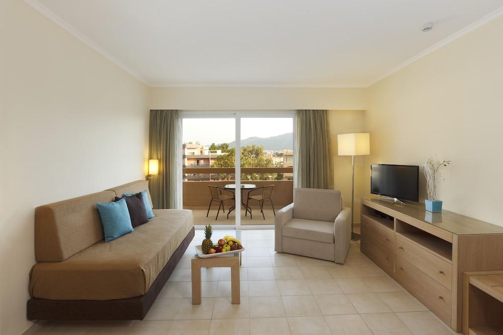 선 비치 리조트 콤플렉스(Sun Beach Resort Complex) Hotel Image 24 - Living Room