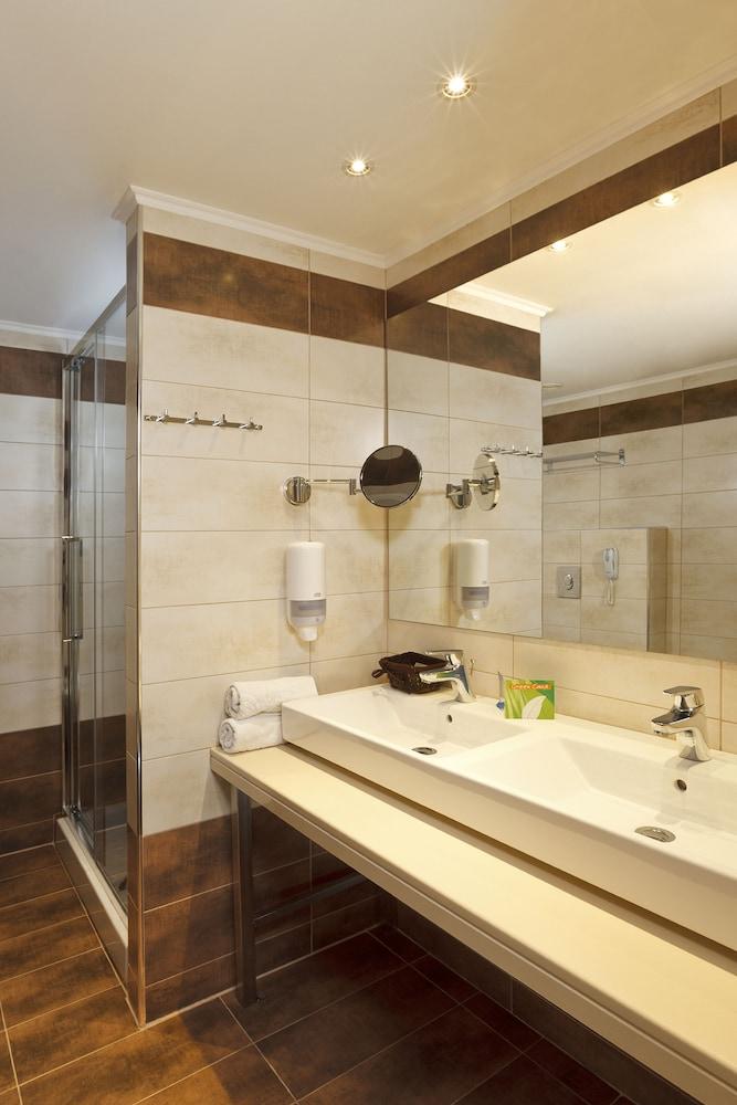 선 비치 리조트 콤플렉스(Sun Beach Resort Complex) Hotel Image 42 - Bathroom Sink