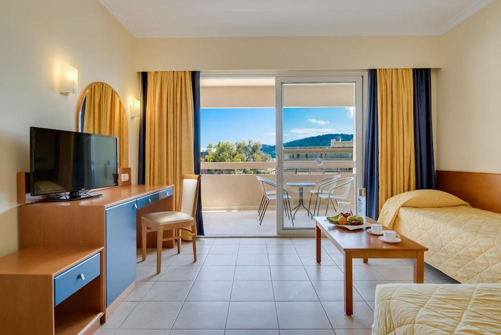 선 비치 리조트 콤플렉스(Sun Beach Resort Complex) Hotel Image 25 - Living Room