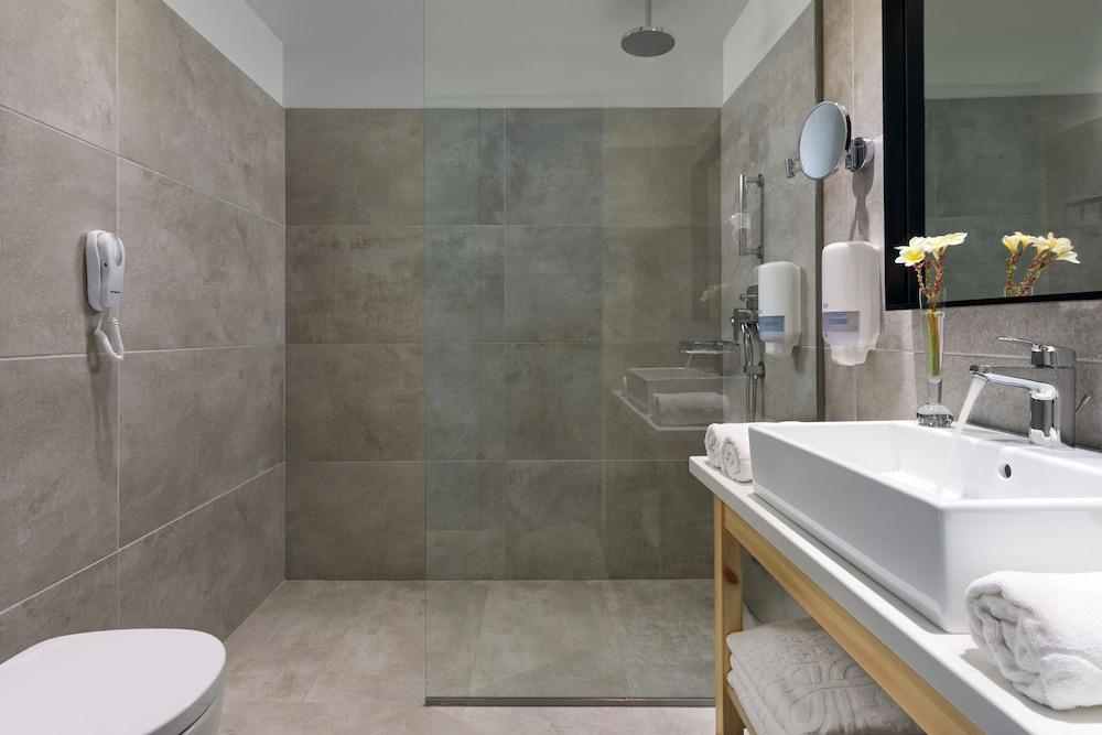 선 비치 리조트 콤플렉스(Sun Beach Resort Complex) Hotel Image 40 - Bathroom