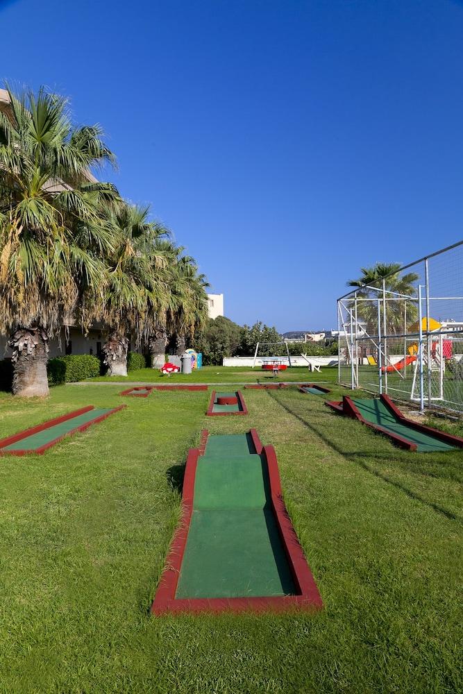 선 비치 리조트 콤플렉스(Sun Beach Resort Complex) Hotel Image 64 - Mini-Golf