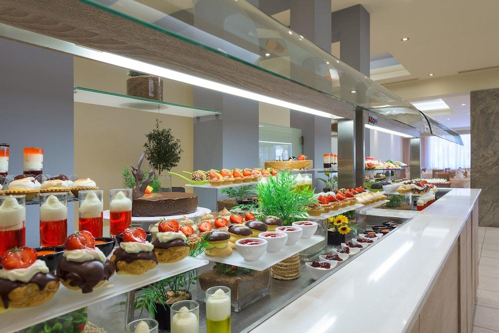 선 비치 리조트 콤플렉스(Sun Beach Resort Complex) Hotel Image 81 - Restaurant