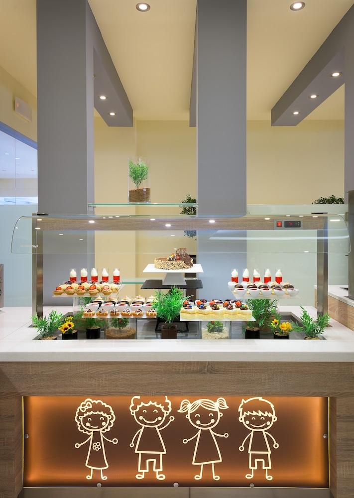 선 비치 리조트 콤플렉스(Sun Beach Resort Complex) Hotel Image 82 - Restaurant