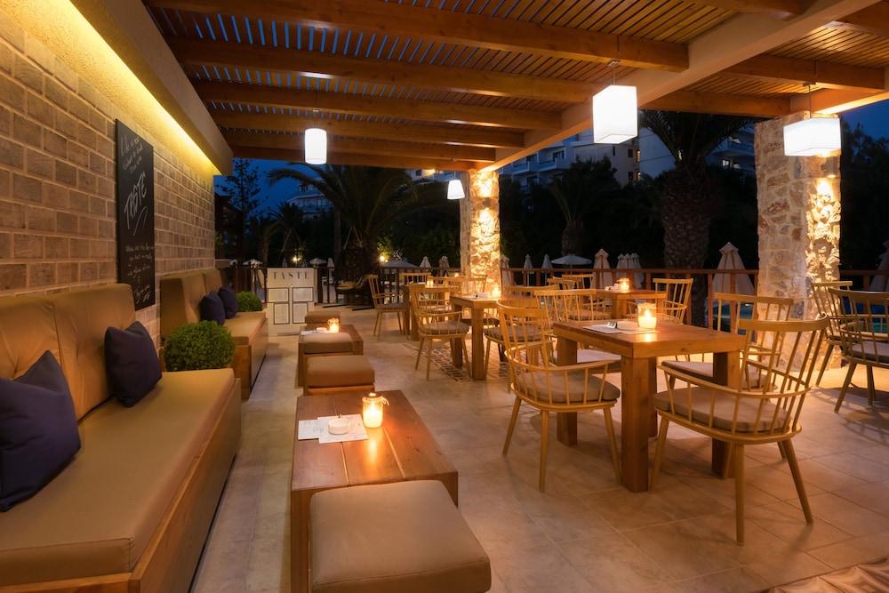 선 비치 리조트 콤플렉스(Sun Beach Resort Complex) Hotel Image 102 - Hotel Bar