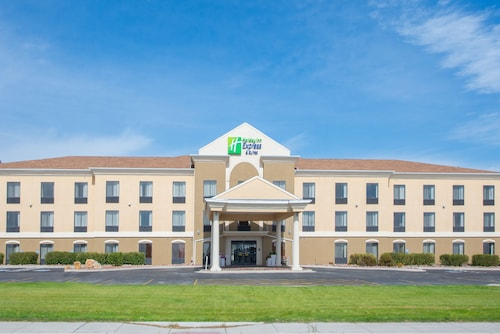 . Holiday Inn Express Hotel & Suites Douglas