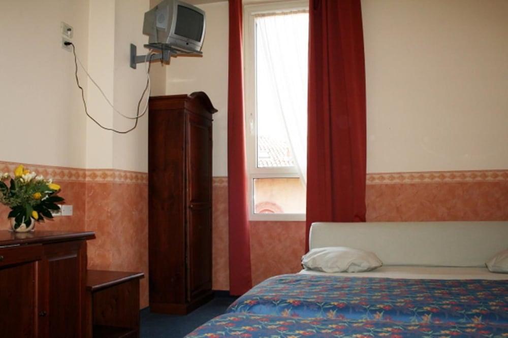 호텔 산 조르조(Hotel San Giorgio) Hotel Image 2 - Guestroom