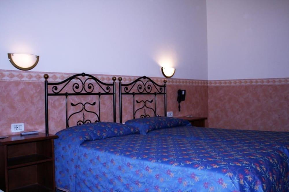 호텔 산 조르조(Hotel San Giorgio) Hotel Image 3 - Guestroom