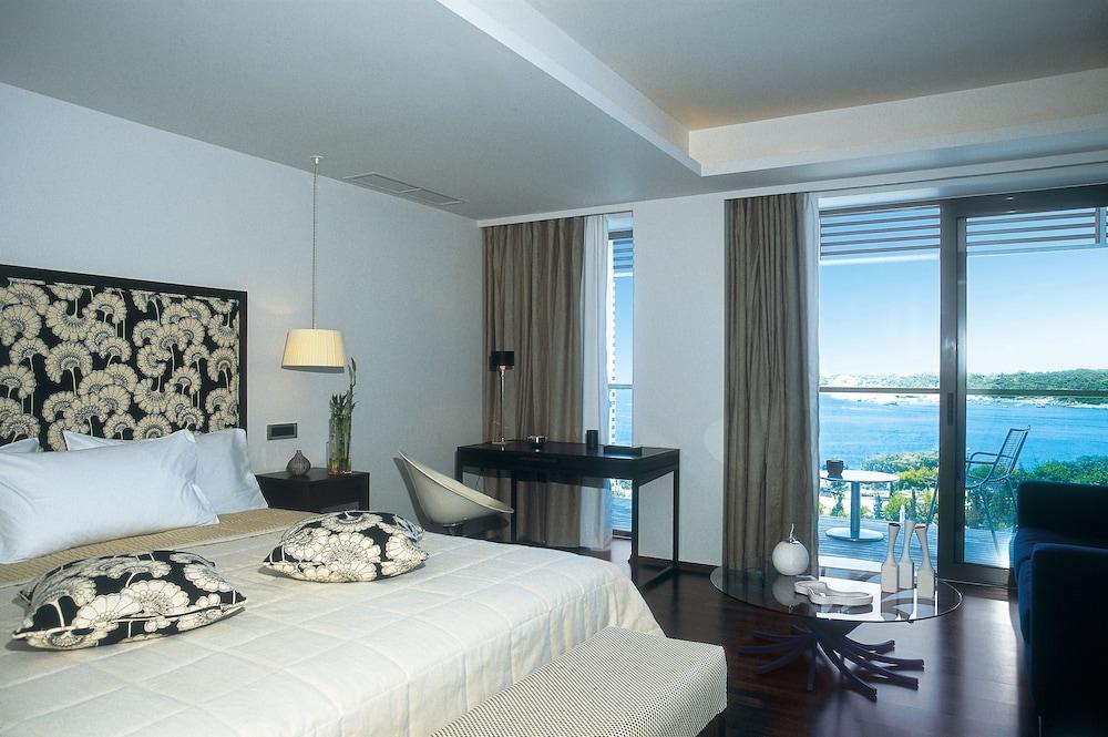 https://i.travelapi.com/hotels/2000000/1110000/1107900/1107812/63c9e508_z.jpg