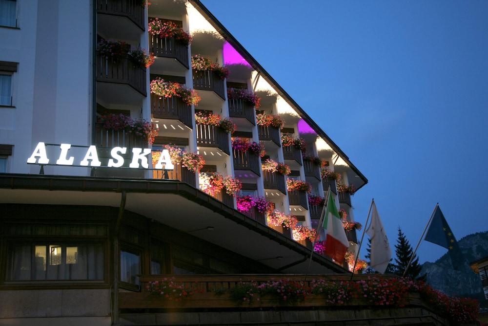 Hotel Alaska Cortina, Featured Image