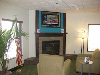 Best Western Plus Springfield Airport Inn - Lobby Sitting Area  - #0