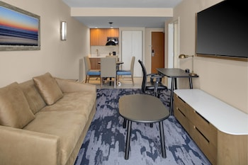 Guestroom at Fairfield Inn & Suites by Marriott Virginia Beach Oceanfront in Virginia Beach