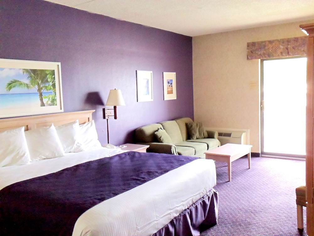 Superior Room, 1 King Bed, Balcony, Partial Lake View