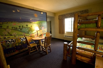 Family Suite, 1 Bedroom, Kitchenette, Balcony, Lake View