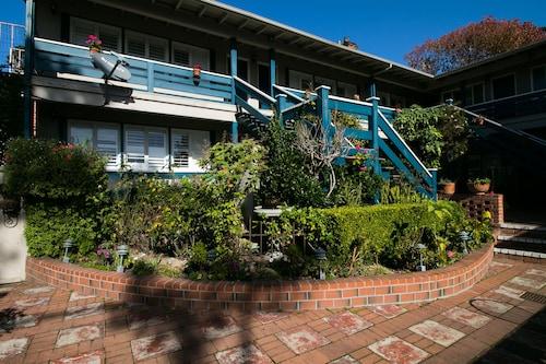 Carmel Wayfarer Inn, Monterey