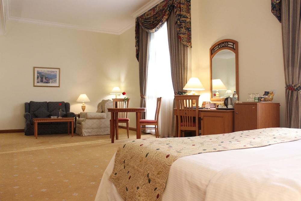 알 디아르 시지 호텔