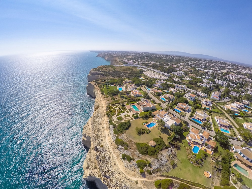 로차 브라바 빌리지 리조트(Rocha Brava Village Resort) Hotel Image 1 - Aerial View