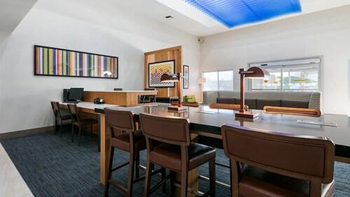 Holiday Inn Express & Suites Everett, Snohomish