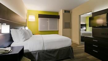 Suite, 1 Bedroom (Living Area)