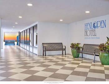 Hotel Entrance at Henlopen Hotel in Rehoboth Beach
