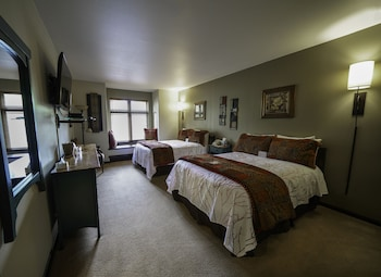 Standard Room, 2 Double Beds, Mountainside