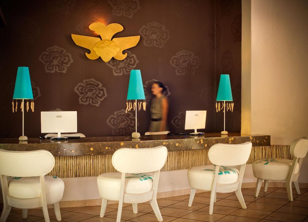 https://i.travelapi.com/hotels/2000000/1120000/1118600/1118539/0b76f789_z.jpg