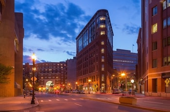 Pet Friendly Hotels near Massachusetts General Hospital (MGH